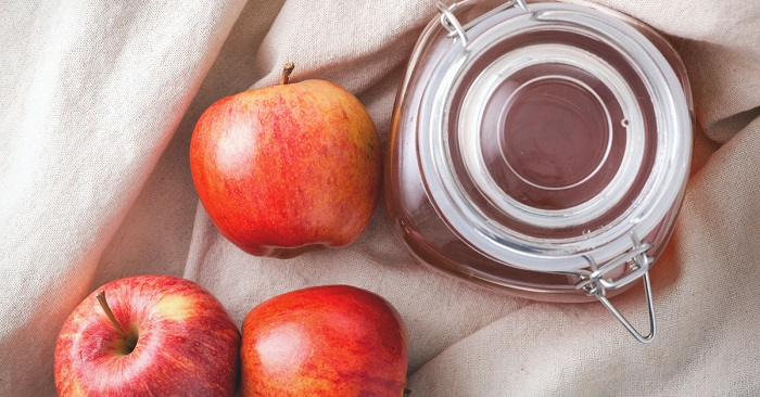 Vinaigre de cidre de pomme pour les maux de gorge